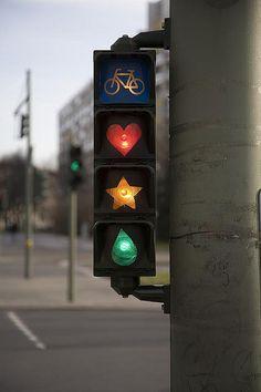 Streetart-Ampel, Berlin, Deutschland [M] Bild EDV-manipuliert.