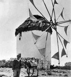 1950ς. Old Time Photos, Old Pictures, Mykonos, Opera House, Black And White, Decoration, Travel, Vintage, Decor