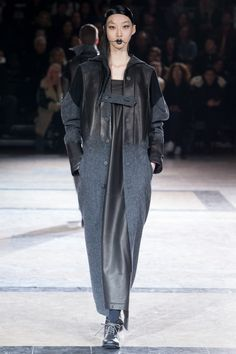 See the complete Yohji Yamamoto Fall 2016 Ready-to-Wear collection.