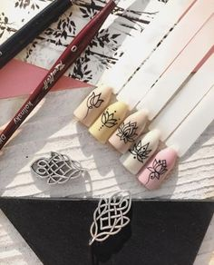 Trendy nails ideas flowers nailart 44 IdeasYou can find Flower nails and more on our website. Nail Manicure, Diy Nails, Cute Nails, Nail Polish, Classy Nails, Trendy Nails, Henna Nails, Henna Nail Art, Mandala Nails