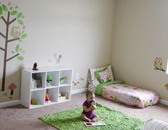 Every now and then I get asked about how to decorate a kid's room Montessori style. So I thought a post might be useful.For a Montessori inspired room, Try to use an open shelving system so the child can choose whatever he/she wants to play with f. Montessori Toddler, Montessori Playroom, Montessori Homeschool, Baby Bedroom, Kids Bedroom, Bedroom Decor, Bedroom Ideas, Toddler Rooms, Toddler Bed