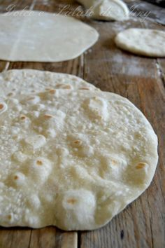 piadine, ricetta base | Dolce e Salato di Miky Chapati, Panini Sandwiches, Focaccia Pizza, Sweet And Salty, Cooking Time, Street Food, Finger Foods, Italian Recipes, Baking Recipes