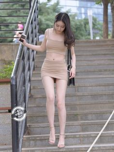 Beautiful Young Lady, Beautiful Asian Women, Girls Are Awesome, Girls In Mini Skirts, Hot Outfits, Sexy Asian Girls, Asian Fashion, Sexy Legs, Asian Woman