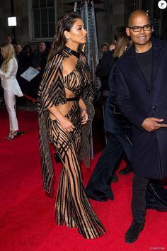Clubbing Outfits, Sexy Outfits, Sexy Dresses, Girls Dresses, British Fashion Awards, Royal Albert Hall, Julien Macdonald, Native American Beauty, Sandra Bullock