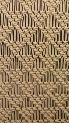 O Painel Macramê pode ser usada em diversos lugares e de diversas maneiras, descubra a sua!  Feito em Cordão de algodão na cor crú, pode ser feito, sob encomenda em outras cores  Elegância com a simplicidade artesanal !