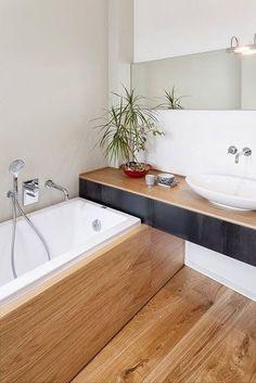 Idée décoration Salle de bain  aménagement d'une petite salle de bain en bois et blanc