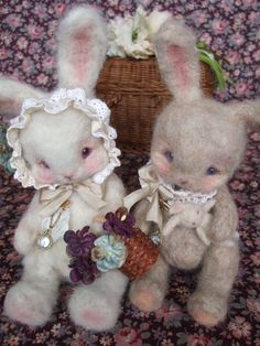 Super sweet needle felted rabbits. These bunnies have such an interesting look to them. They're pretty cute too.