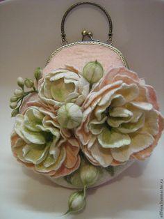 Купить или заказать Сумочка 'Пионы' в интернет-магазине на Ярмарке Мастеров. Очень милая, женственная, выполненная в пастельно-пудровых тонах сумочка. Подойдет романтичной, гармоничной особе, которая знает силу н…