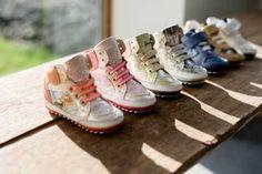 Het Land Van Ooit in Kontich (Belgie) is nu ook verkooppunt van onze BABY-PROOF® Smart babyschoenen voor de eerste stapjes!