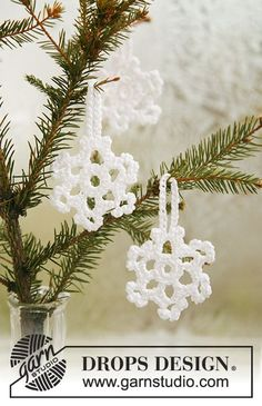 """Snow Blossoms - DROPS Christmas snow stars in """"Cotton Viscose"""". - Free pattern by DROPS Design"""