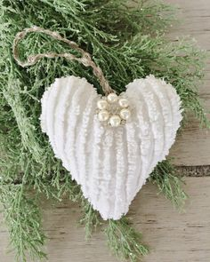 Heart Christmas Ornament Vintage Chenille Heart by timewashed - Fabric Crafts Vintage Ornaments, Handmade Ornaments, Diy Christmas Ornaments, Christmas Projects, Christmas Holidays, Christmas Decorations, Christmas Ideas, Christmas 2019, Hallmark Christmas