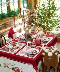 Unique Christmas Dining Table Decorating