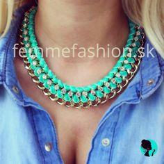 http://femmefashion.sk/nahrdelniky/1097-nahrdenik-mint-fantasy.html Golierový náhrdelník v tyrkysovej farbe v kombinácii so zlatou, zdobený štrasovými kamienkami