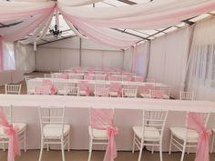 Amikor még csak a pasztell rózsaszín került be a party sátorba, akkor ez akár egy kislány szülinapi bulija is lehetett volna...