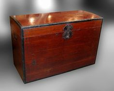 Japanese lacquer kiri wood trunk, late Edo period (1800-1860)