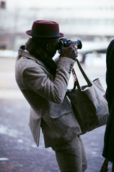 #streetstyle #menswear Nice donegal suit + burgundy hat!