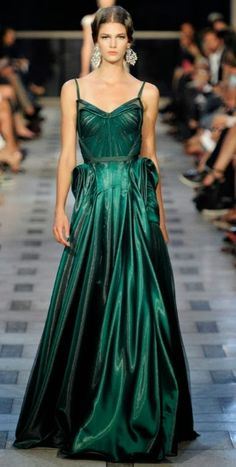 This green 40s inspired gown is crazy gorgeous~`