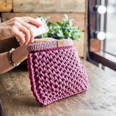 WEBSTA @ purpurfox - Планы на выходные: уехать за город с семьей и забыть про телефон Но наш сайт доступен 24/7, а там для вас еще несколько новых расцветок сумки Favi mini ❤️ Всем приятного вечера и хороших выходных! #purpurfox #purpurfox_favi #purpurfox_вналичии #вналичии #knitting #розовый #pink #пыльнаяроза #вязанаясумка #knitbag #екатеринбург #казань #москва #etsy #летоблизко #etsy #sandarinamarket #ламбадамаркет #openspacemarket #весна #мода #уличныйстиль #casual #vscorussia