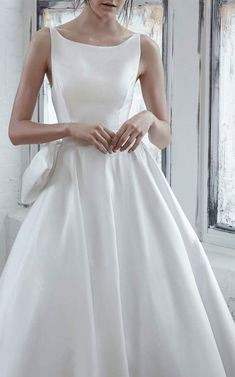 Wedding Dress. Isabelle Armstrong Renata Sleeveless Bow Gown