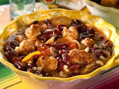 Découvrez la recette Soupe aux boulettes à la mexicaine sur cuisineactuelle.fr.