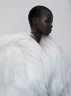 http://marimoon.com.br/content/post/rihanna-e-a-tendencia-de-casacos-de-pelos