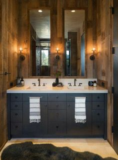 78 Small woodsy cabin features a cozy farmhouse style in Napa Valley 41 78 a A farmhouse style, woodsy cabin was designed by Wade Design Architects in collaboration with Jennifer Robin Interiors, located in St. Helena, a city in Napa County, California. Napa Valley, Rustic Bathroom Designs, Rustic Bathrooms, Shower Designs, Chic Bathrooms, Log Cabin Bathrooms, Small Cabin Bathroom, Rural House, Guest Cabin