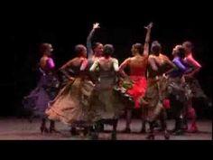 Carmen es la primera obra escénica fruto de la mítica colaboración de Antonio Gades y Carlos Saura. Esta producción utiliza la intensidad de la partitura de ...