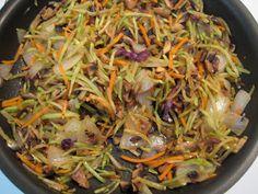 Lizs Livelihood: Quick and Easy Broccoli Slaw Stir-Fry Brocoli Slaw Recipes, Brocolli Slaw, Asian Broccoli Slaw, Steak And Broccoli, Fried Broccoli, Broccoli Recipes, Veggie Recipes, Healthy Recipes, Broccoli Slaw Salad