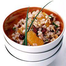 Reissalat mit Rosinen und Walnüssen