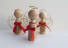 Поделки из винных пробок к Новому году и Рождеству. Игрушки на елку, рождественские венки на дверь и прочие декор элементы, изготовленные из корка.