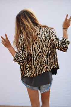 LOVE the jacket jasper sequin jacket Looks Style, Style Me, Look Short, Look Fashion, Womens Fashion, Sequin Jacket, Gold Jacket, Beaded Jacket, Lace Jacket