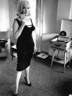Monroe curves marilyn