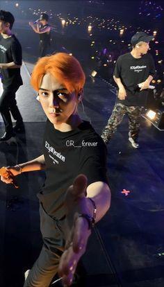 Baby take my hand. Kyungsoo, Chanyeol, Sehun Vivi, Kaisoo, Exo Album, Exo Concert, Exo Lockscreen, Z Cam, Exo Members