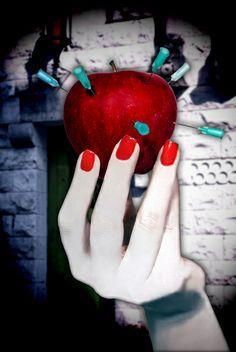 la mela del peccato...o quella di biancaneve? | Flickr – Condivisione di foto!ph Antonella Zito www.reloadfactory.com #reloadfactory www.antonellazito.it