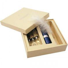 Kreiere deinen eigenen, persönlichen Duft. Mit dem Parfum Set hast du alles was du dafür brauchst. Ein sehr originelles Geschenk für Frauen.