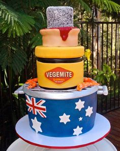 How do you make a cake that's more Australian than a lamington? Make a cake that's a lamington, a jar of Vegemite, a meat pie, the Aussie flag, and prawns Australian Memes, Aussie Memes, Australian Food, Australia Cake, Australia Funny, Iconic Australia, Happy Australia Day, Melbourne Australia, Western Australia