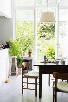 Une maison mise en valeur par ses meubles  
