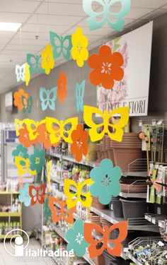 School Board Decoration, Toddler Learning Activities, Paper Crafts, Diy Crafts, Paper Lanterns, Spring Garden, Paper Decorations, Classroom Decor, Paper Flowers