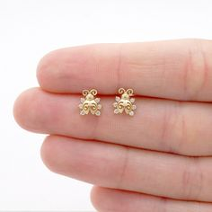 These adorable ladybug shaped stud earrings are crafted in yellow gold and safely secured with baby screwback closure. The design is completed with round… Baby Earrings, Kids Earrings, Small Earrings, Cute Earrings, Baby Jewelry, Kids Jewelry, Cute Jewelry, Gold Jewelry, Jewellery Box