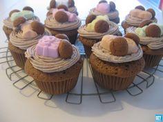 🌟Tante S!fr@ loves this📌🌟Sint Nicolaas cupcakes - Sinterklaas - Cookie Pie, High Tea, Biscuits, Deserts, Muffin, December, Food And Drink, Treats, Cookies