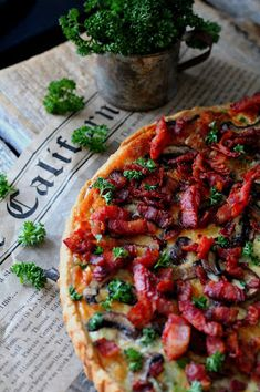 Kakkuviikarin vispailuja!: Pekoni-herkkusienipiirakka Quiches, Vegetable Pizza, Vegetables, Food, Red Peppers, Bakken, Vegetable Recipes, Eten, Quiche
