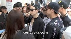 BTS Bangtan Boys lands in the usa for the first time and show love to fans at LAX - YouTube