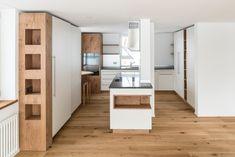 Wohnküche = Wohlfühlort weisse, pulverbeschichtete Front kombiniert mit Eiche rustikal  #schreinereilohrer #küchenbauer #massivholzküchen #kücheneinrichtungen #küchen #kochinsel #holzhochkarätig #kitchens #kitchendesign #carpenter #woodworker Divider, Storage, Room, Design, Furniture, Home Decor, Wood Workshop, New Furniture, Restore
