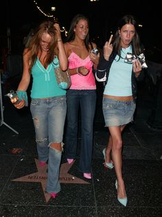 """Lindsay Lohan Photos - Nicky Hilton and Lindsay Lohan enjoy some hot dogs after working up an appetite by partying all night at the exclusive """"Club Avalon"""" in Hollywood. - Flipping the Bird Lindsay Lohan, Nicky Hilton, In Hollywood, Flipping, Hot Dogs, Style Icons, Cute Outfits, Actors, Bird"""