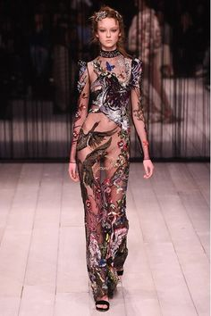 Catwalk photos and all the looks from Alexander McQueen Autumn/Winter 2016-17 Ready-To-Wear London Fashion Week
