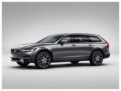 2017 Volvo V90 Cross Country #volvov90 #volvo : La recette esthétique reprendra les fondamentaux des précédentes générations, sans surprise. Elle profitera d'une garde au sol surélevée associée à une transmission intégrale. Les moteurs se caleront sur la récente gamme V90, à savoir les D3 de 150 ch et D5 de 235 ch en diesel. T5 de 234 ch et T6 de 320 ch seront au programme en essence, tout comme l'hybride rechargeable T8 Twin Engine d...