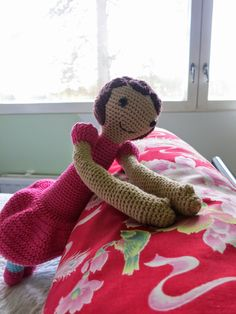 Doll made with lalylala's pattern (Bina the bear) Dinosaur Stuffed Animal, Teddy Bear, Dolls, Crochet, Pattern, Blog, Animals, Crochet Hooks, Animales