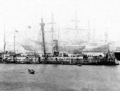 Monitor Huascar después del Combate Naval de Angamos, ingresando a Valparaiso el 21 de octubre de 1879.