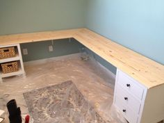 corner desk. great for projects.