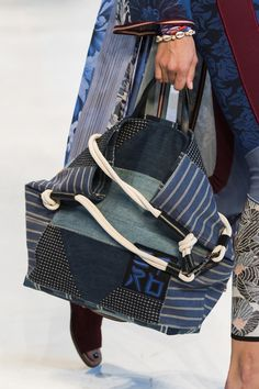 The six need-to-know bag trends 2019 to keep you one step ahead this summer. From shoulder bags to XXL totes to bum bags, these are the latest bag trends for spring summer 2019 and beyond. Cute Wallets, Latest Bags, Unique Purses, Denim Bag, Big Bags, Vintage Bags, Beautiful Bags, Bag Accessories, Messenger Bag